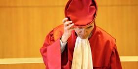 Das Bundesverfassungsgericht hat sich bislang nicht mit der Maskenpflicht befasst.   Bild: Hasan Bratic / Shutterstock