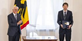 Christian Drosten erhielt am 1. Oktober 2020 das Bundesverdienstkreuz vom Bundespräsidenten   Foto: Bundesregierung / Gero Breloer