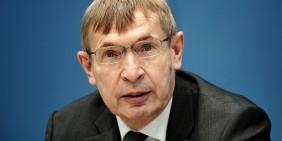 Klaus Cichutek, Präsident des Paul-Ehrlich-Instituts, am 5.2.2021 in der Bundespressekonferenz | Bild: picture alliance/dpa | Michael Kappeler