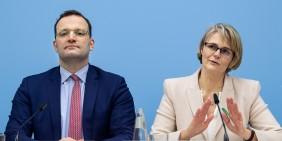 Gesundheitsminister Jens Spahn und Bildungsministerin Anja Karliczek im März 2020   Foto: picture alliance/dpa   Bernd von Jutrczenka